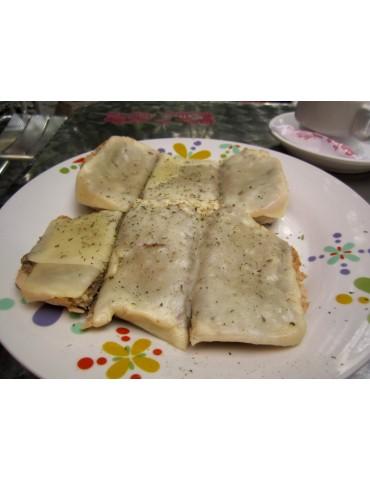 Tostada de paté con queso +...